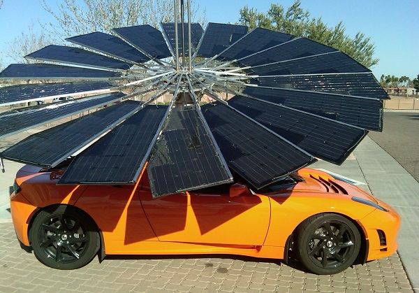 Lotus Mobile Unfolds Its Solar Charging Petals