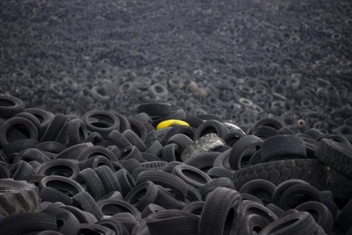 Mega tyre dump blights spanish countryside for Old tyre uses