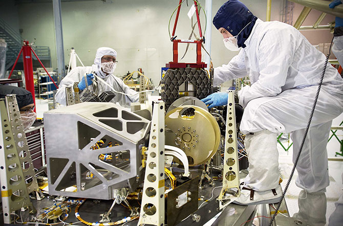 NASA engineers rehearse placement of Webb Telescope's ...