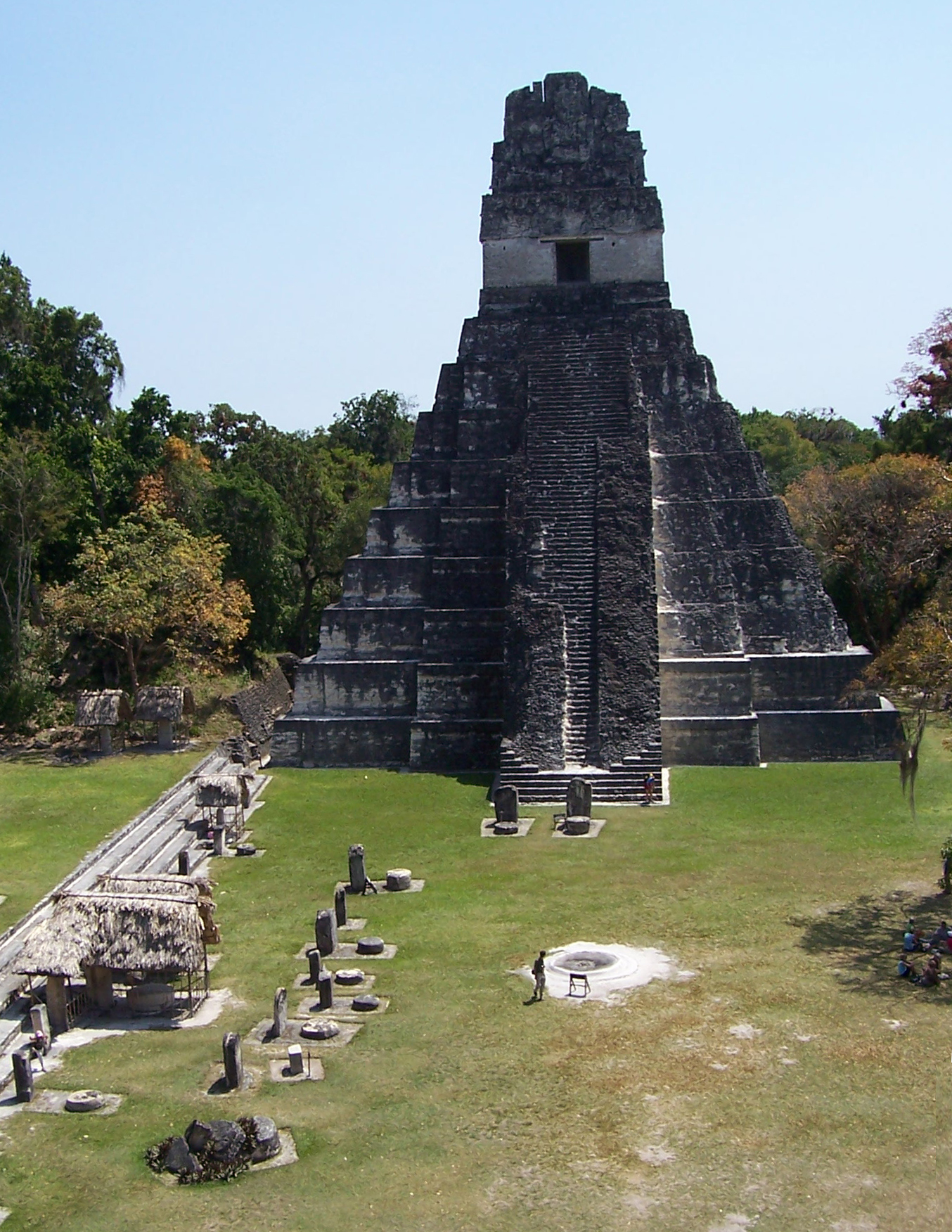 """an analysis of the ancient maya Earlier maya pottery studies had followed procedures of modal or attribute analysis and description, typically segregating pottery into generic """"wares"""" on the basis of slip color and form as at uaxactún (smith 1955) and san josé, belize (thompson 1939)."""