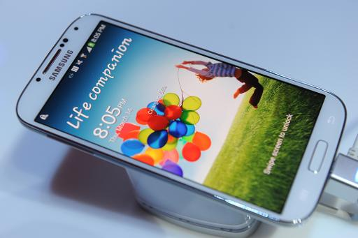 Apple asks US court to ban Samsung phones, tablets