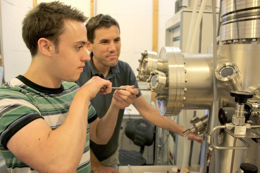 Physicists discover how to change the crystal structure of graphene