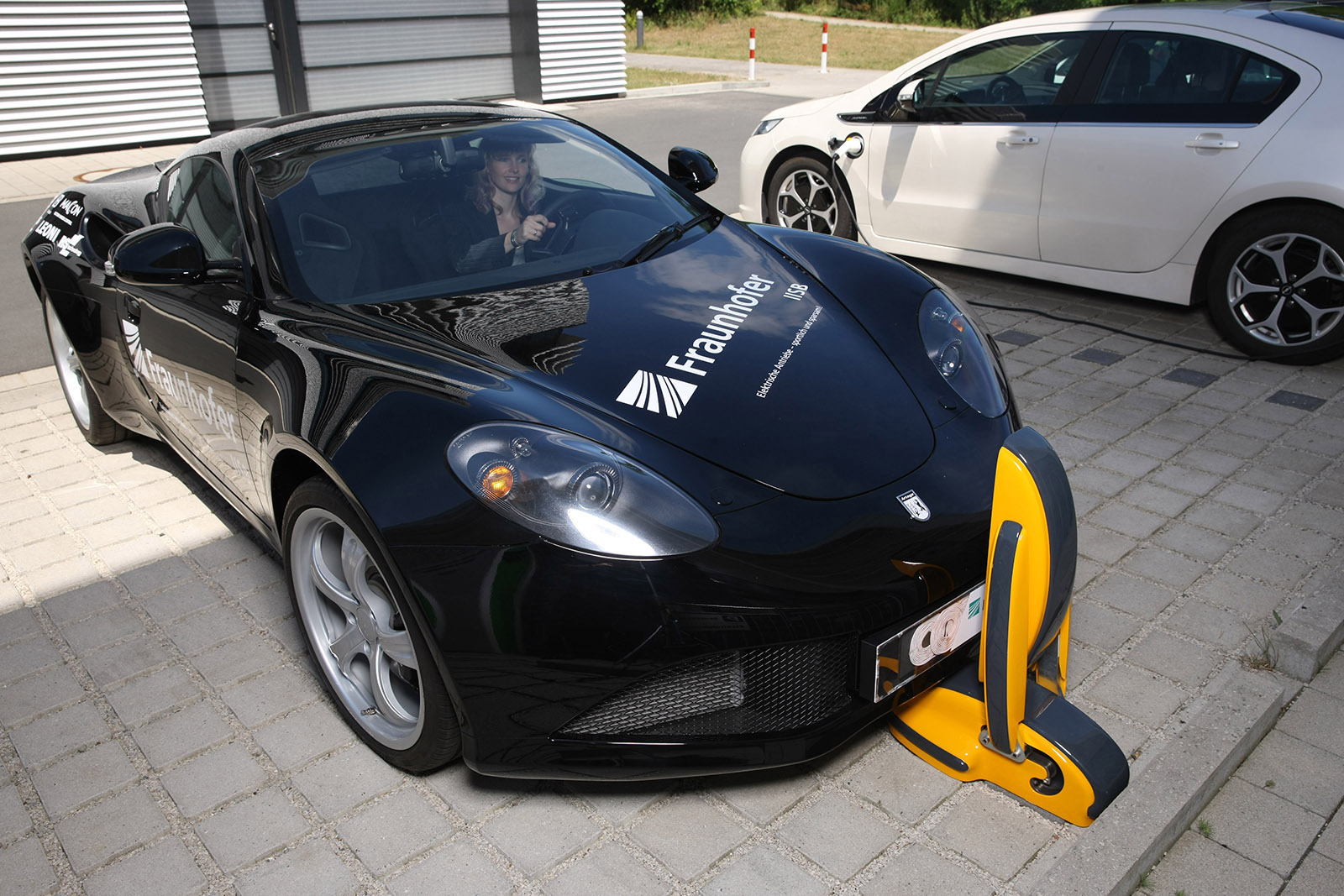 Charging Electric Cars Efficiently Inductive