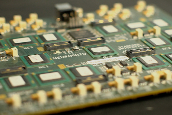Scientists create circuit board modeled on the human brain (w/ Video)