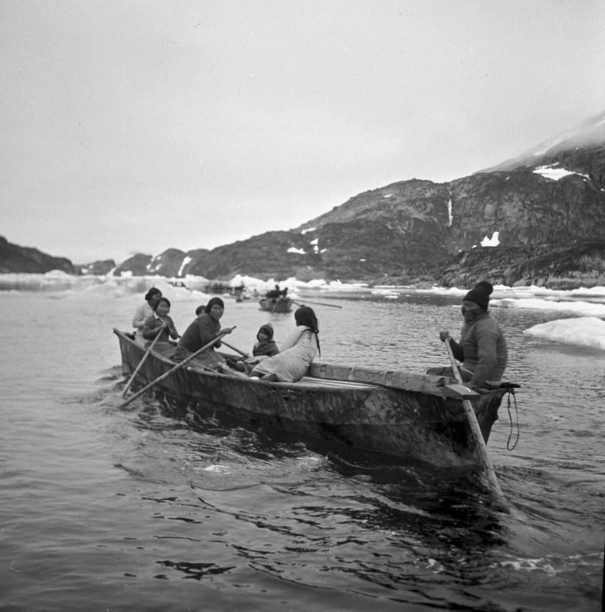 Modern Day Canadian Inuit Pictured In Their Traditional Boats Umiak Used For Hunting And Transportation Credit Jette Bang Photos Arktisk Institut
