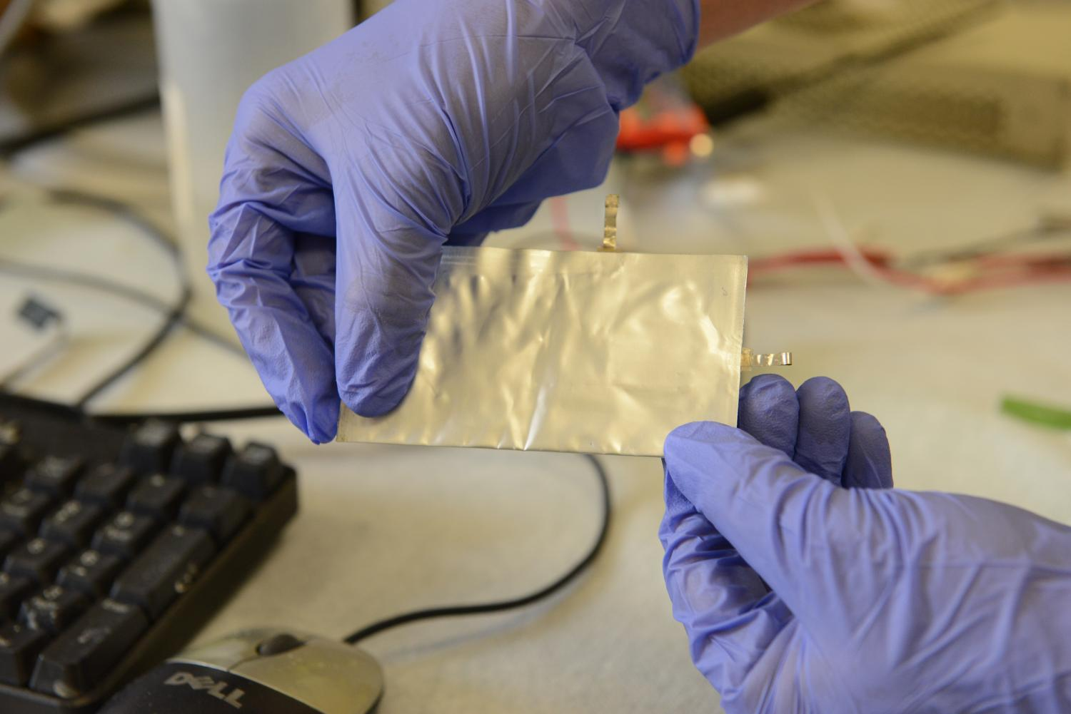 Ultra Fast Charging Aluminum Battery Offers Safe Alternative To Automotive Short Circuit That May Cause A Recurring Dead Stanford Scientists Have Invented Flexible High Performance Charges In About 1 Minute Credit Mark Shwartz Precourt Institute For