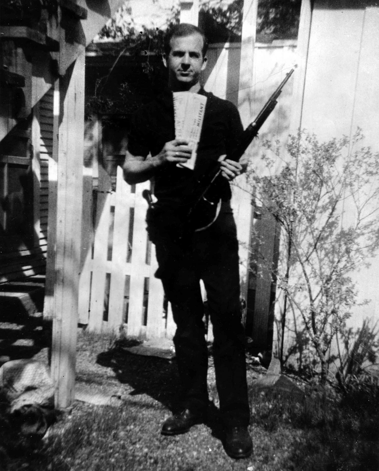 backyard photo of lee harvey oswald is authentic study shows