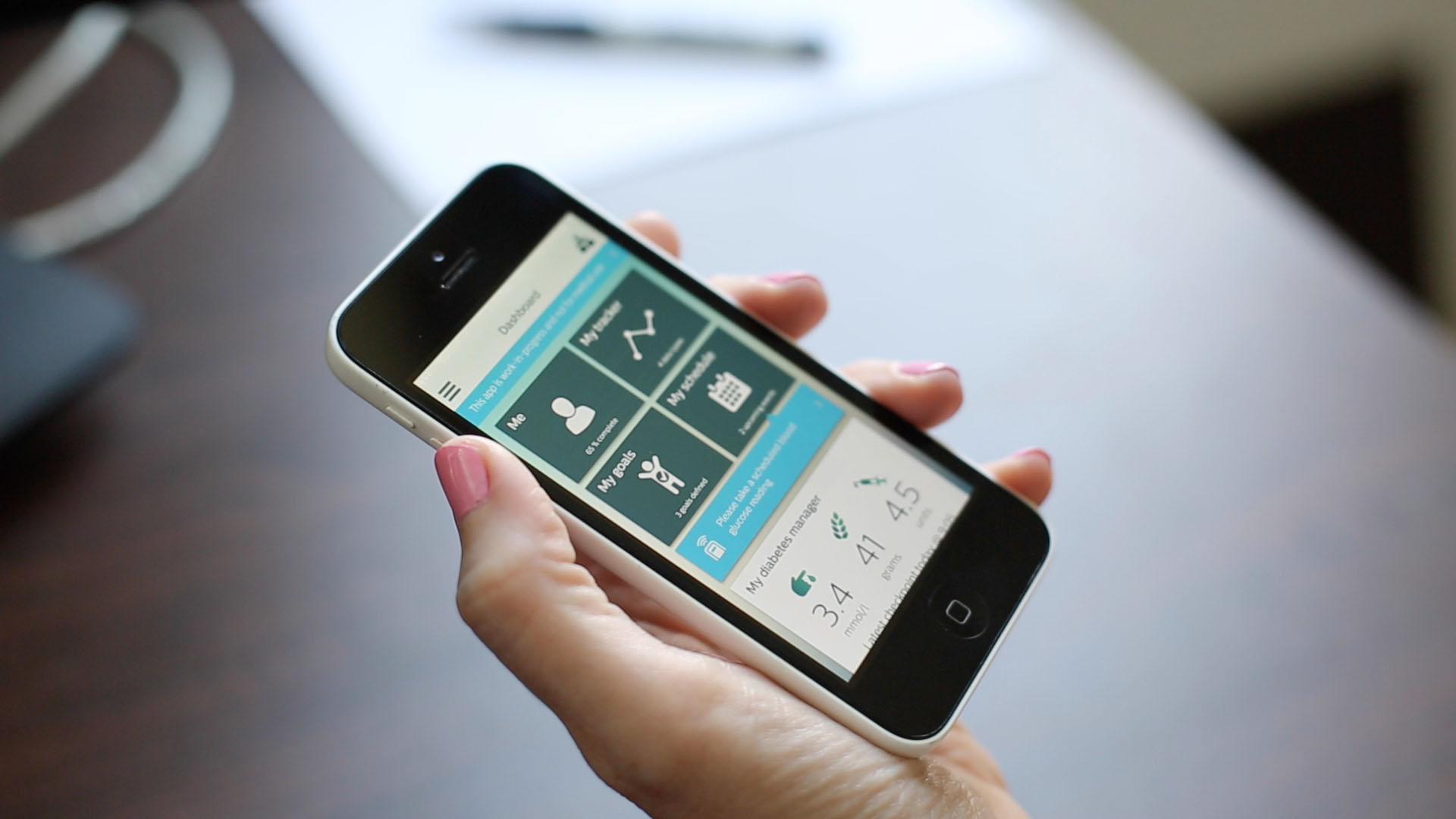 First Diabetes Prototype App With Integrated Online Community