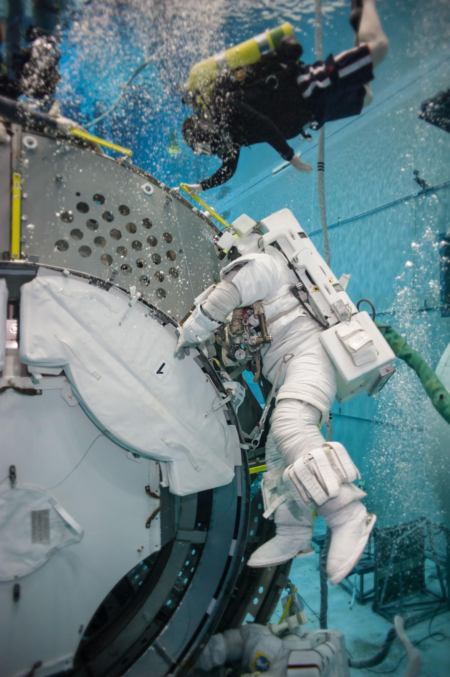 astronaut on spaceship - photo #48