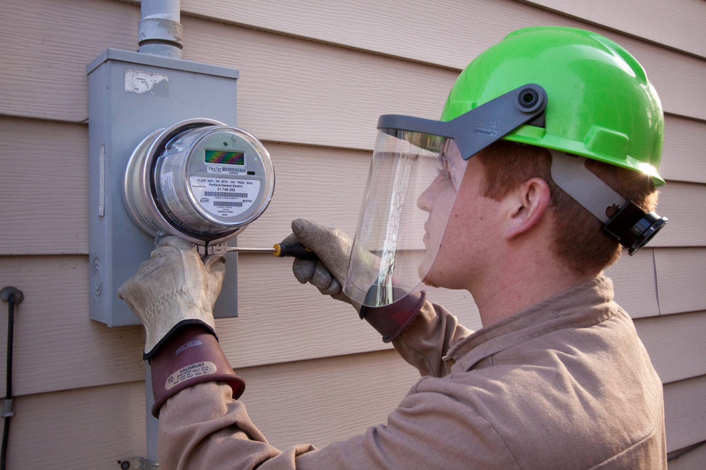 Electric Meter Technology : New electricity meters are smart—but they trusted