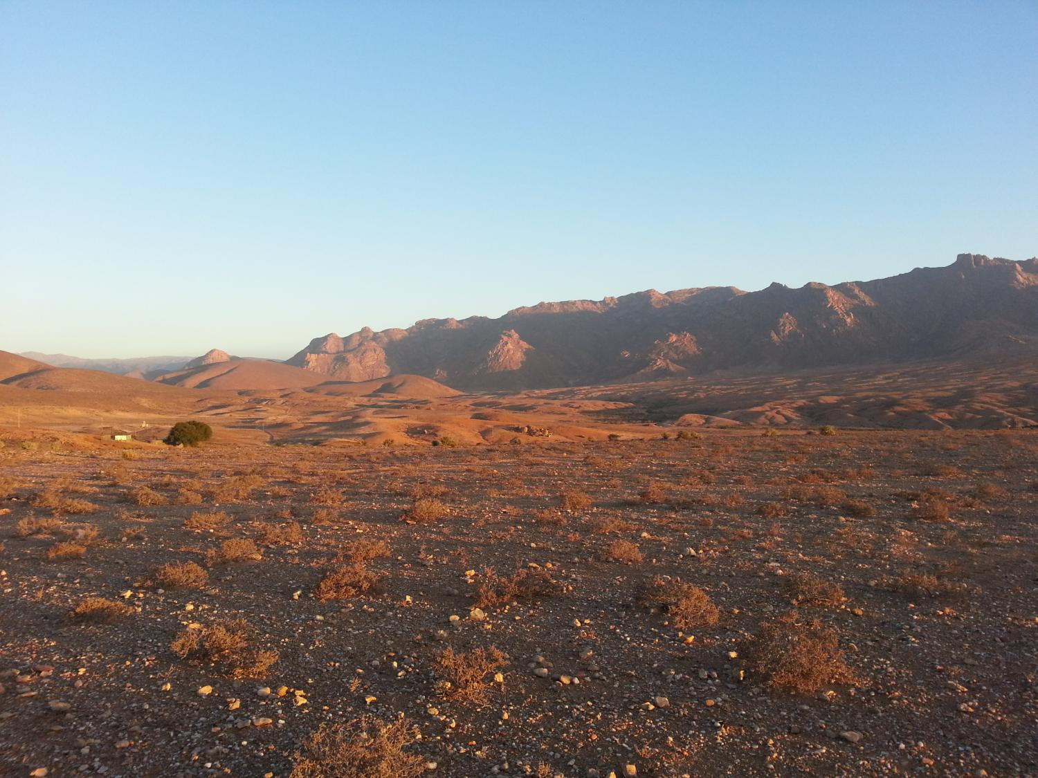 a view of arid mountains at dusk in the richtersveld community conservancy south africa credit brenna henn - Coloration Et Henn