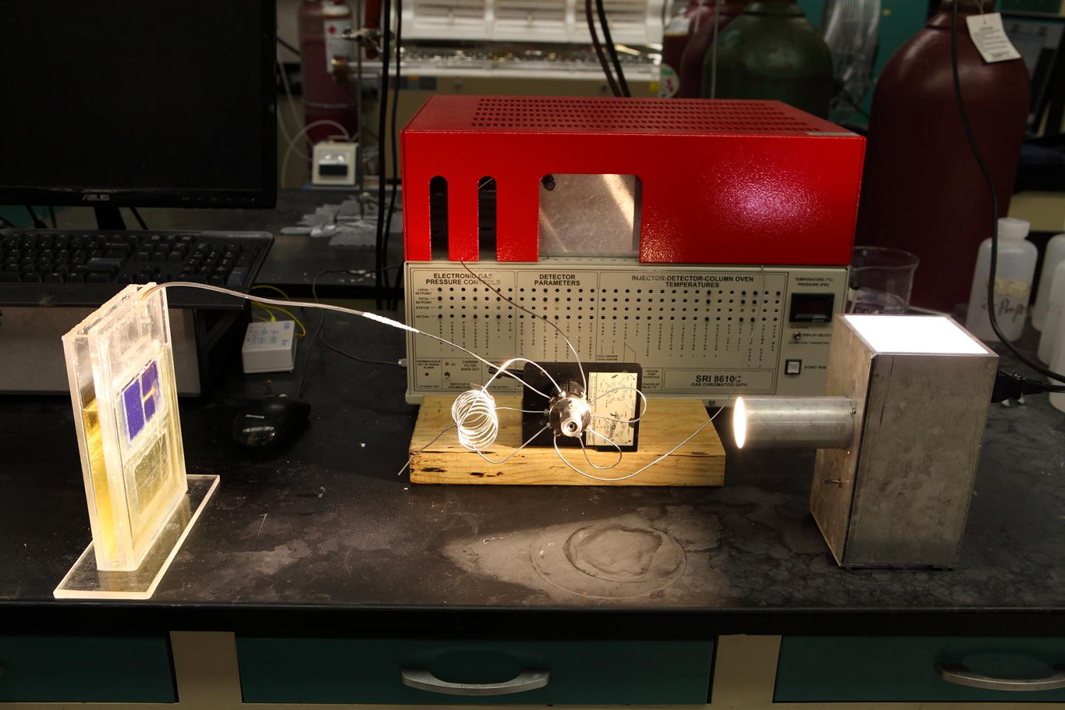 Breakthrough solar cell captures carbon dioxide and sunlight ...