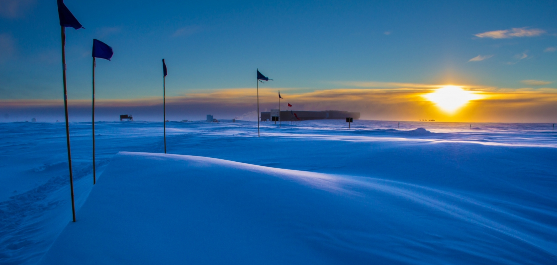 last light sunset at the south pole