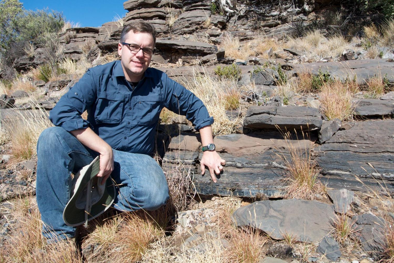 Geologist uncovers 2.5 billion-year-old fossils of bacteria that predate the formation of oxygen