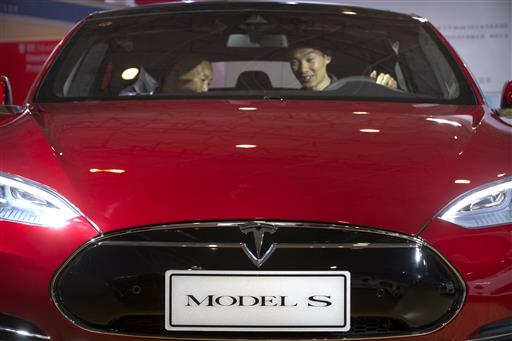Tesla Driver Killed In Crash While Using Cars Autopilot - Car show display barriers