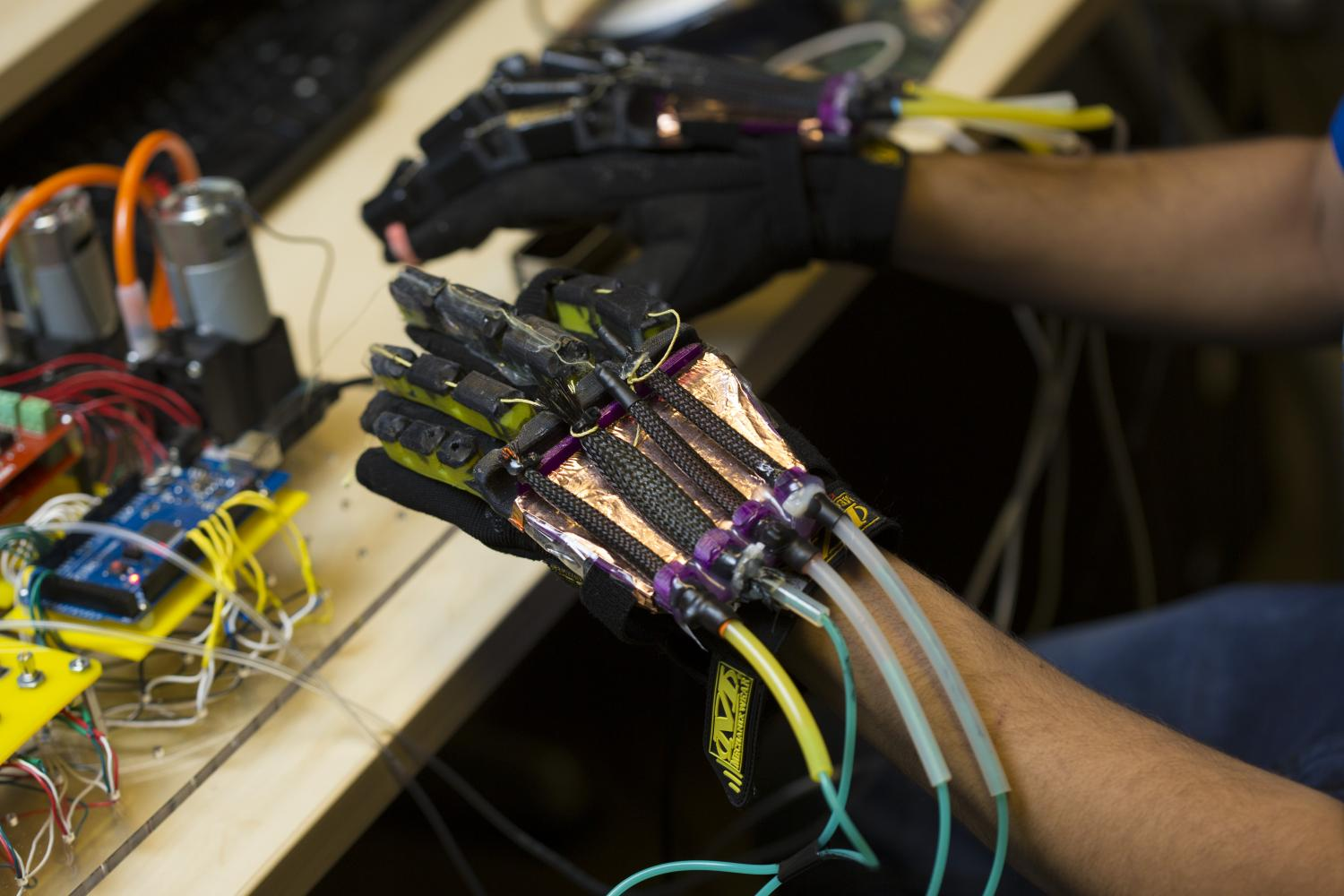 100 Solutions Robotics Squishy Circuits Standard Kit Robotshop Engineers At Uc San Diego Are Using Soft Technology To Make Light Flexible Gloves That Allow Users Feel Tactile Feedback When They Interact