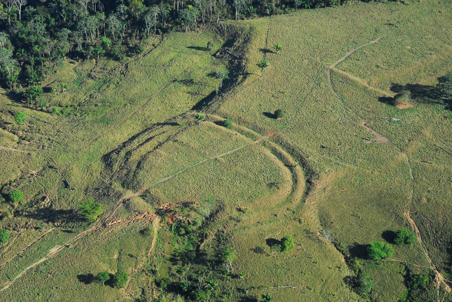 Of ancient earthworks built in the amazon geoglyph photo credit jenny watling sciox Image collections