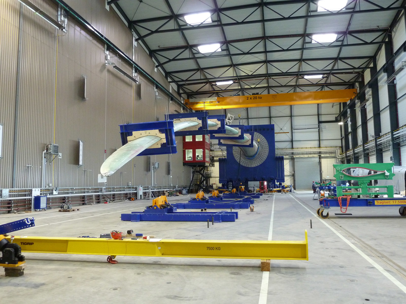 Inspecting Rotor Blades With Thermography And Acoustic