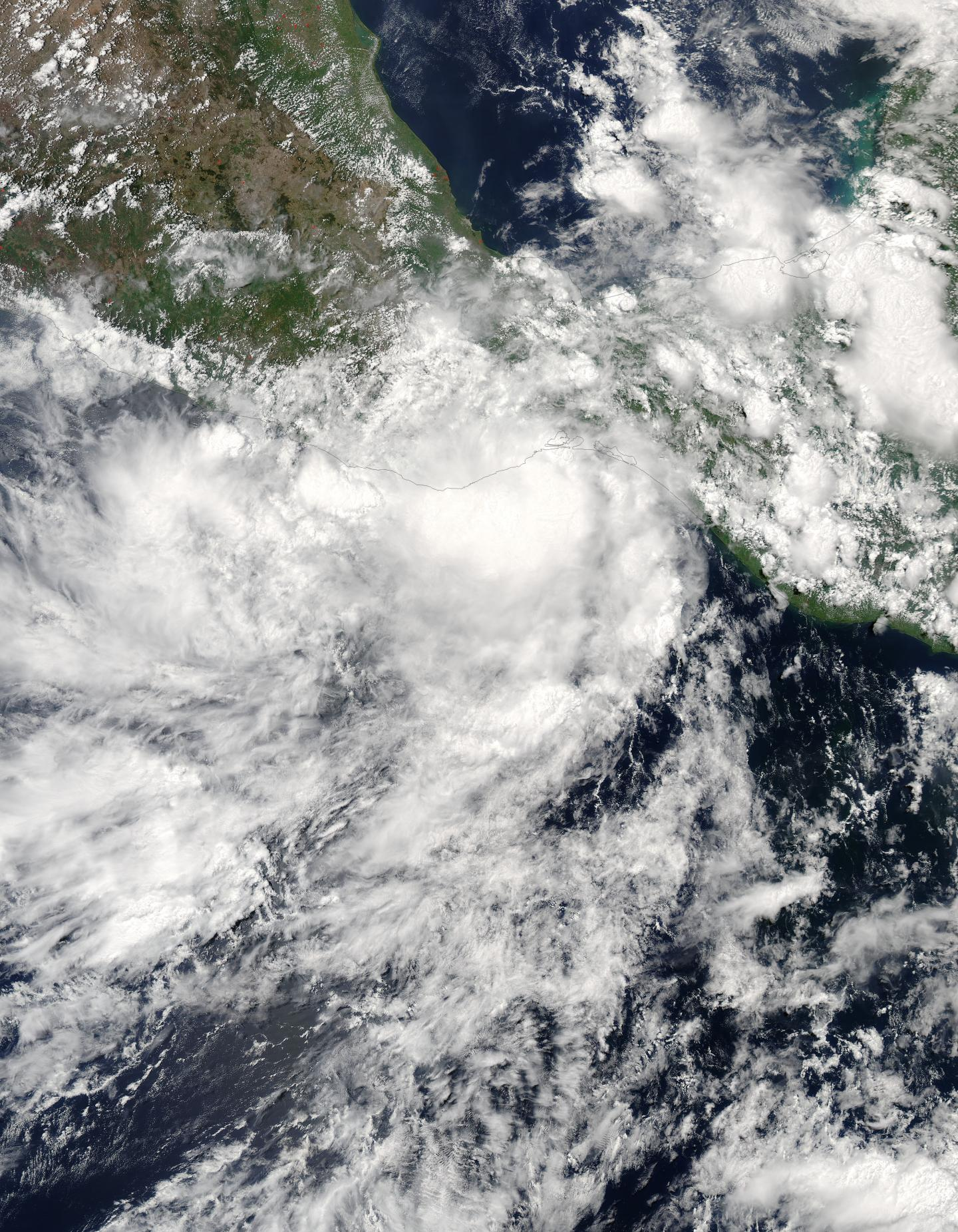 Tropical Storm Calvin lashes tourist spots in south Mexico