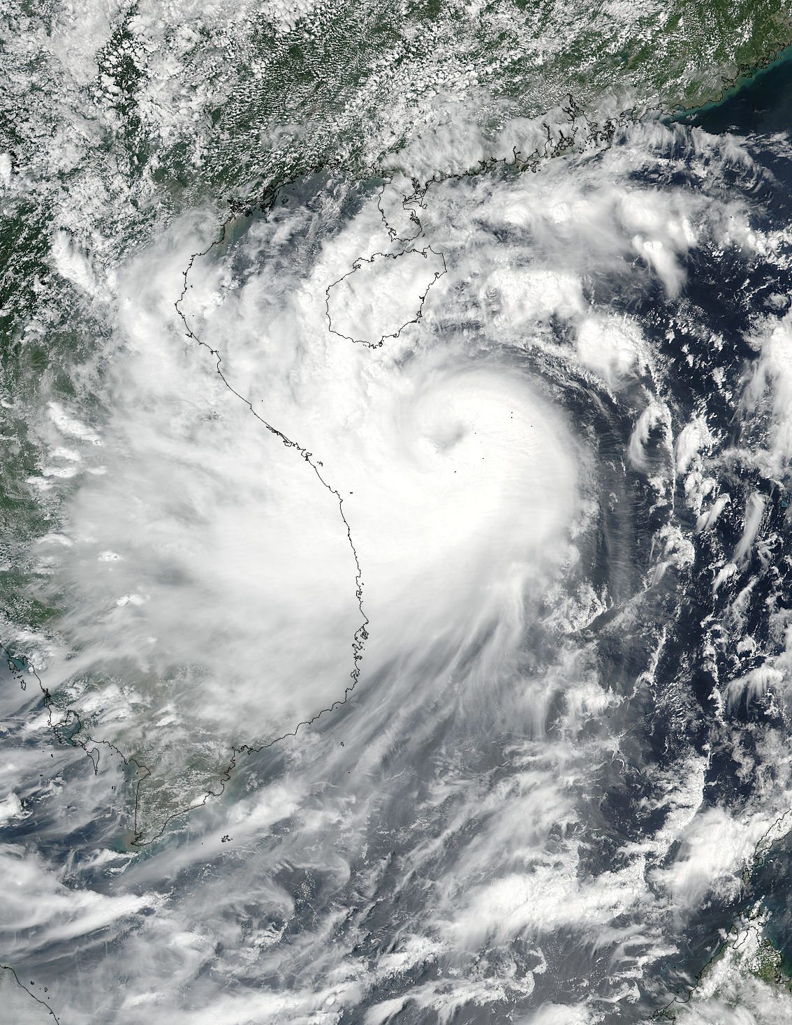 Typhoon Doksuri batters Vietnam; 60 flights cancelled