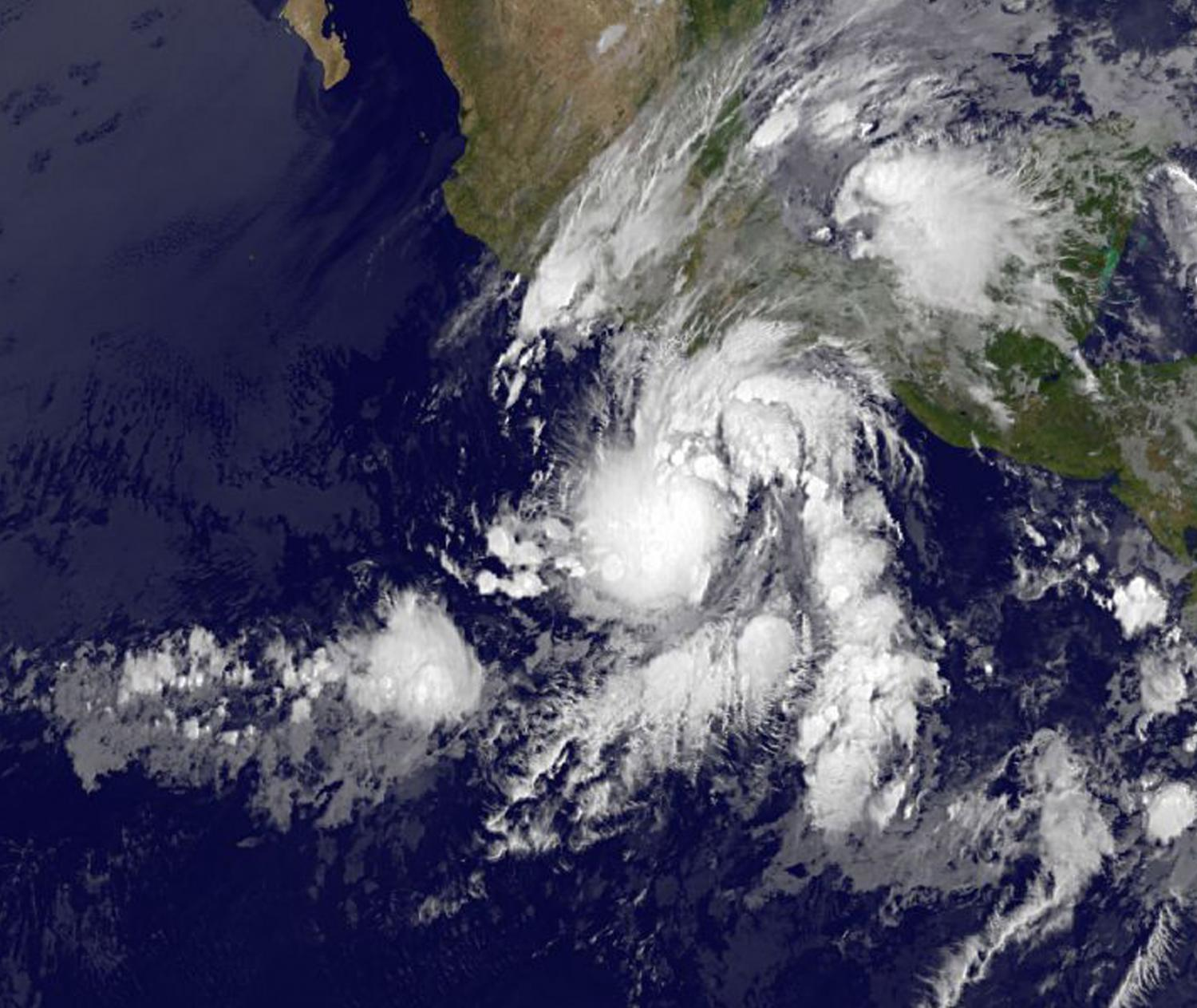 Tropical Depression Beatriz inundates southern Mexico