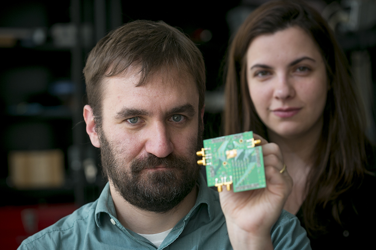 Engineers Devise Two Way Radio On A Single Chip Circuit Board