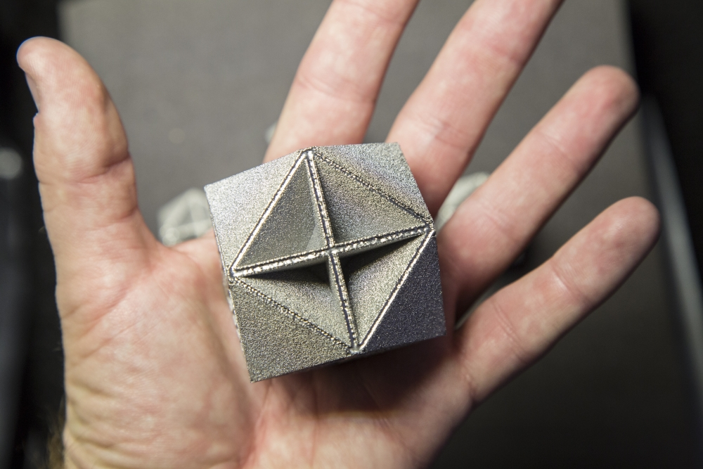 New metamaterial is proved to be the world's first to achieve the performance predicted by theoretical bounds