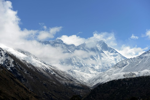 Man dies while attempting Mount Everest record