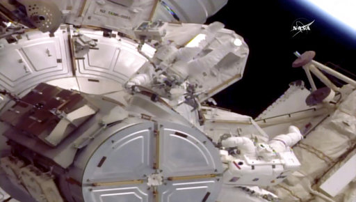 US spacewalkers overcome glitch on 200th station outing