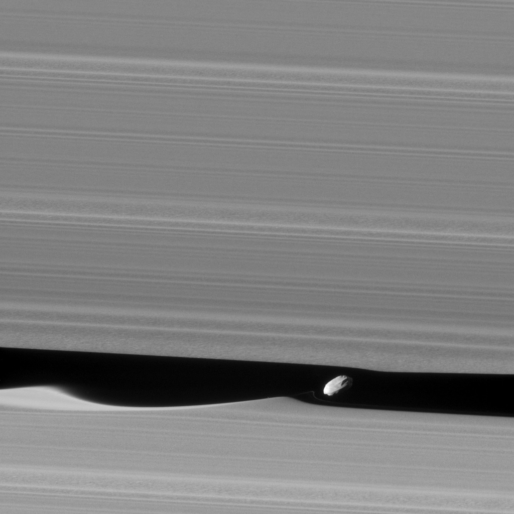 Cassini Provides New View of Saturn's Wave-Making Moon Daphnis