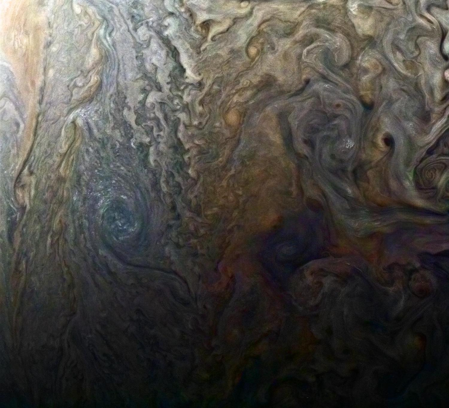 NASA's Juno spacecraft whizzes closely by Jupiter