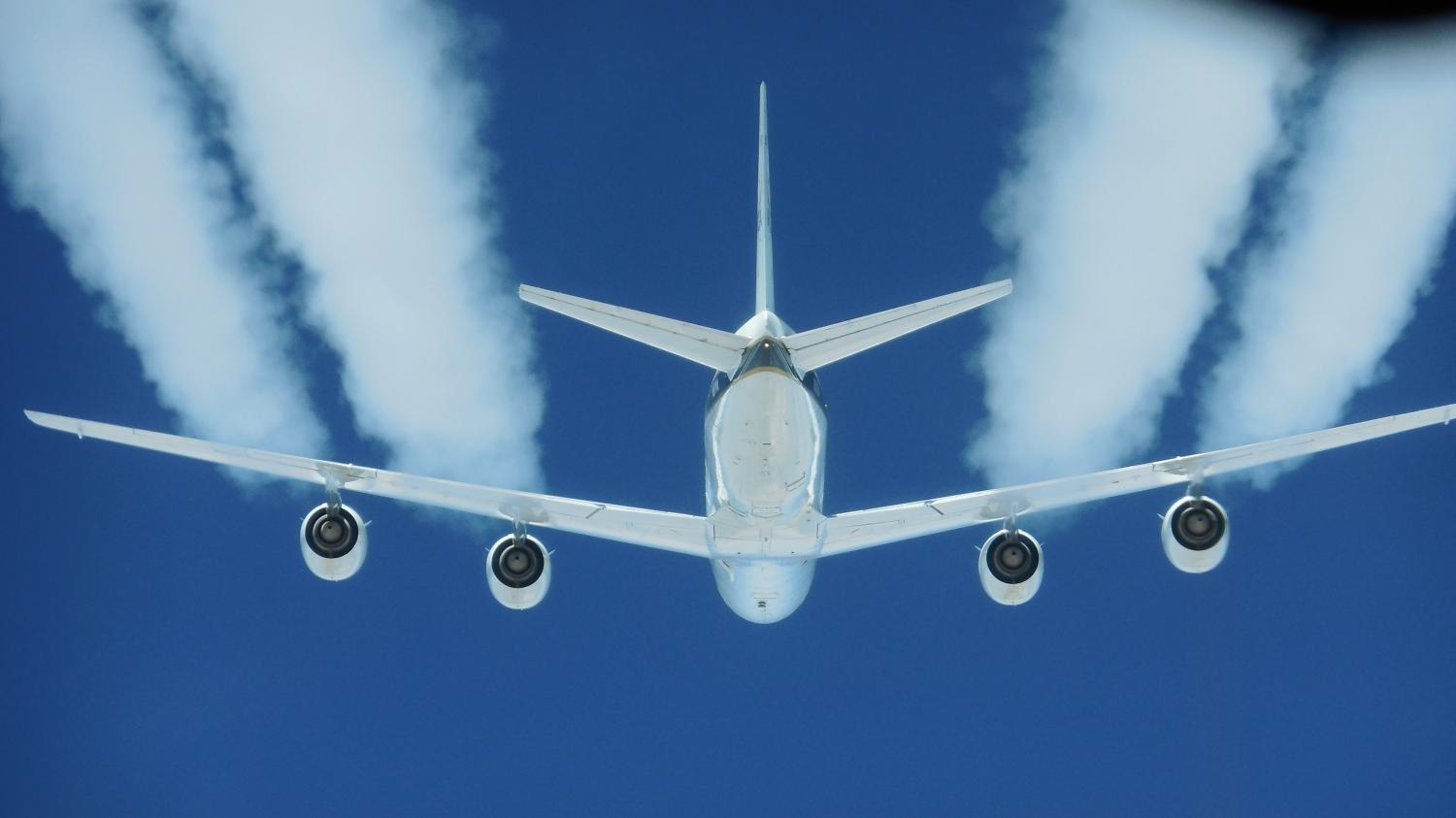 NASA says biofuels could massively reduce jet engine particles