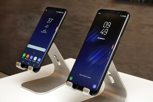 samsung 39 s galaxy s8 phone aims to dispel the note 7 debacle. Black Bedroom Furniture Sets. Home Design Ideas
