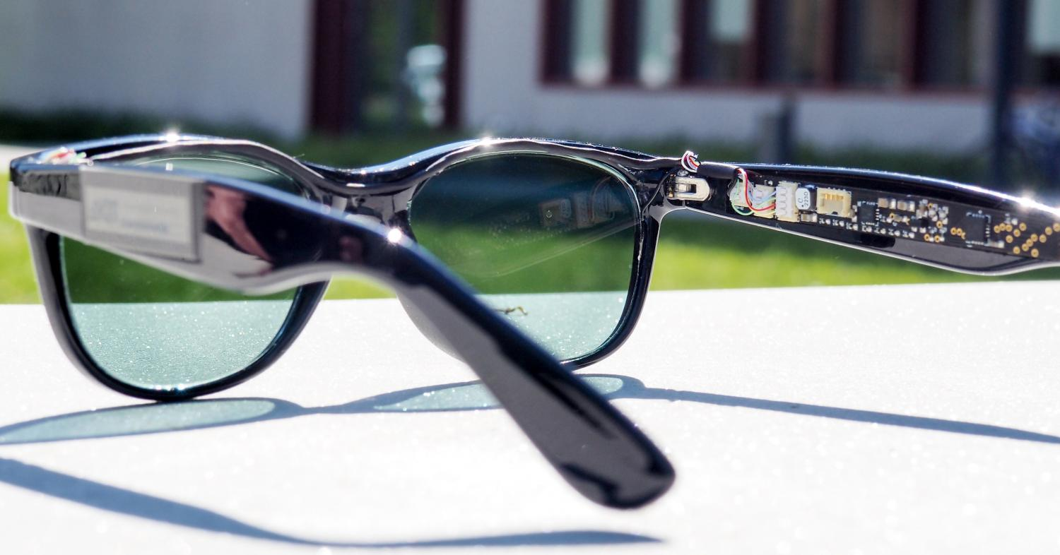 glasses generate power with organic solar cells
