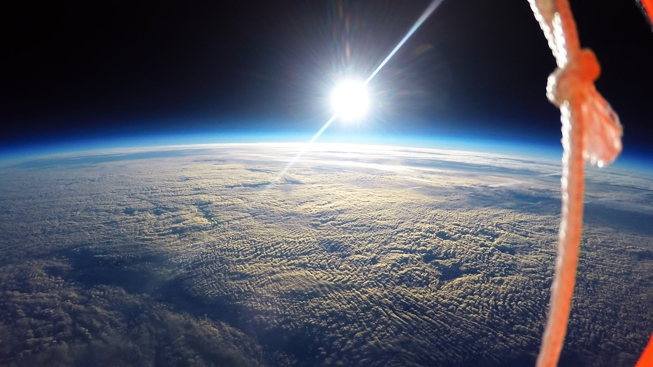 Students film breathtaking curvature of Earth using high ...