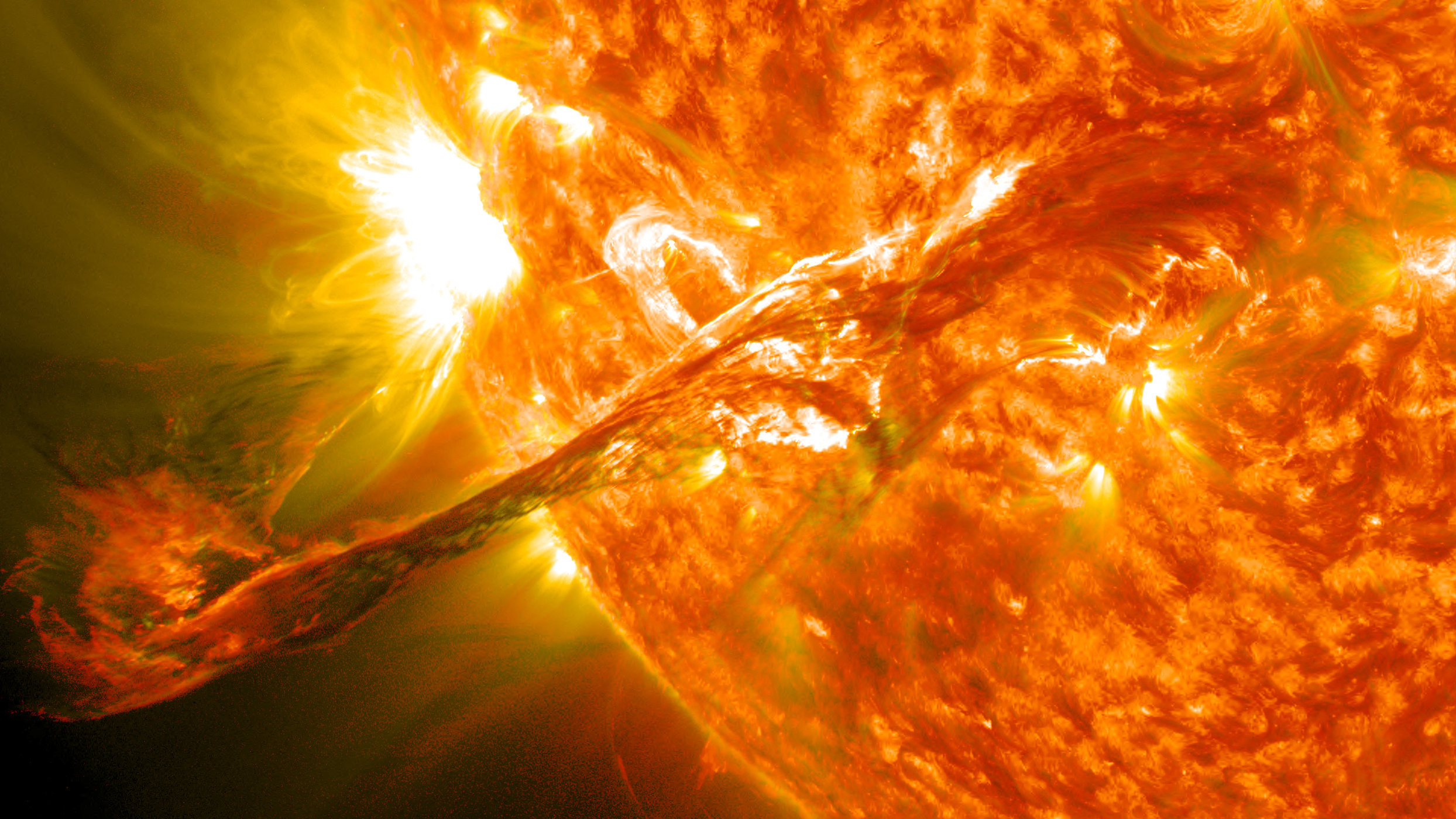 Giant solar tornadoes put researchers in a spin