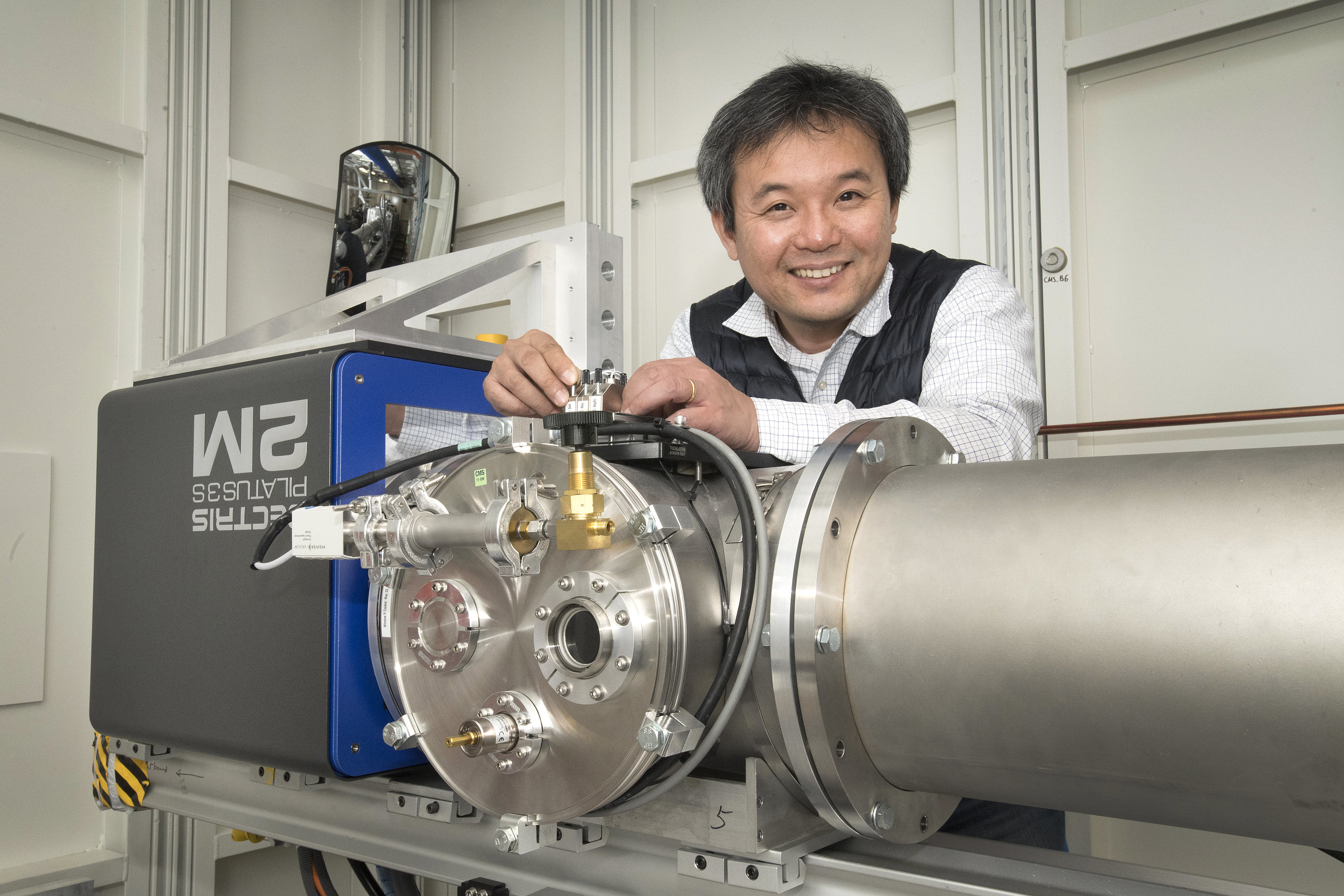 Researchers Engineer New Pathways For Self Assembled Nanostructures Molecular Assembly In Nanotechnology Masafumi Fukuto The Lead Beamline Scientists Of Cms Assisted Team To Investigate Their Samples Tiny Structures Using His Beamlines
