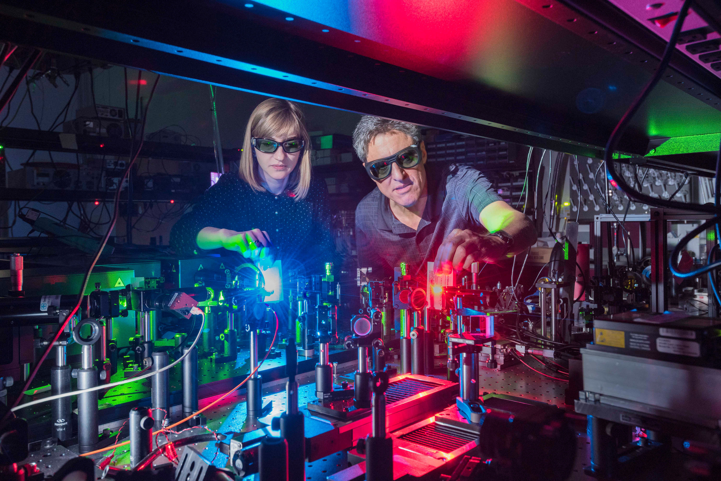 Researchers Report First Nanostructured Material For Broad Mixing Of Theus Green Laser Pointer Light Waves