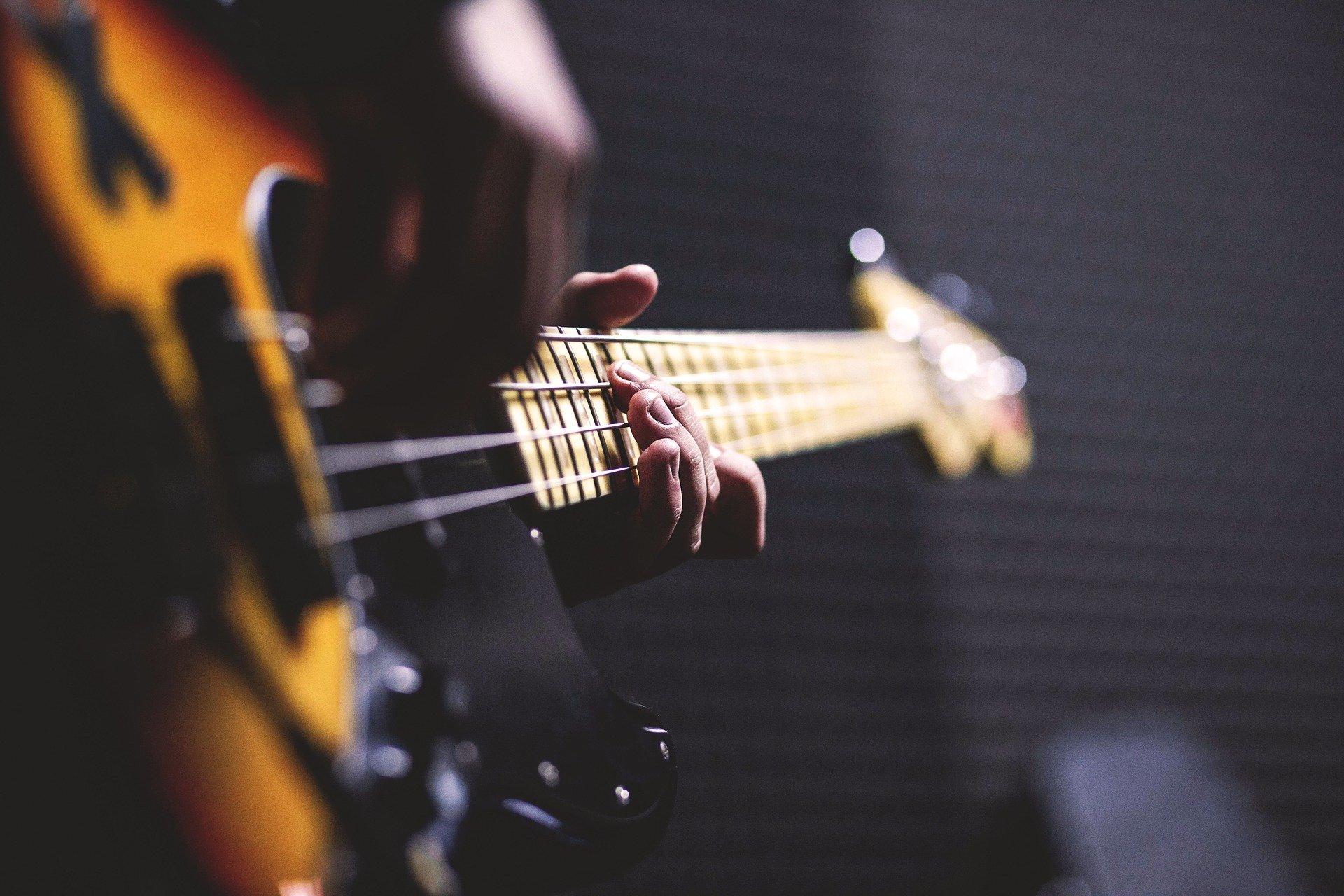 alat musik bass