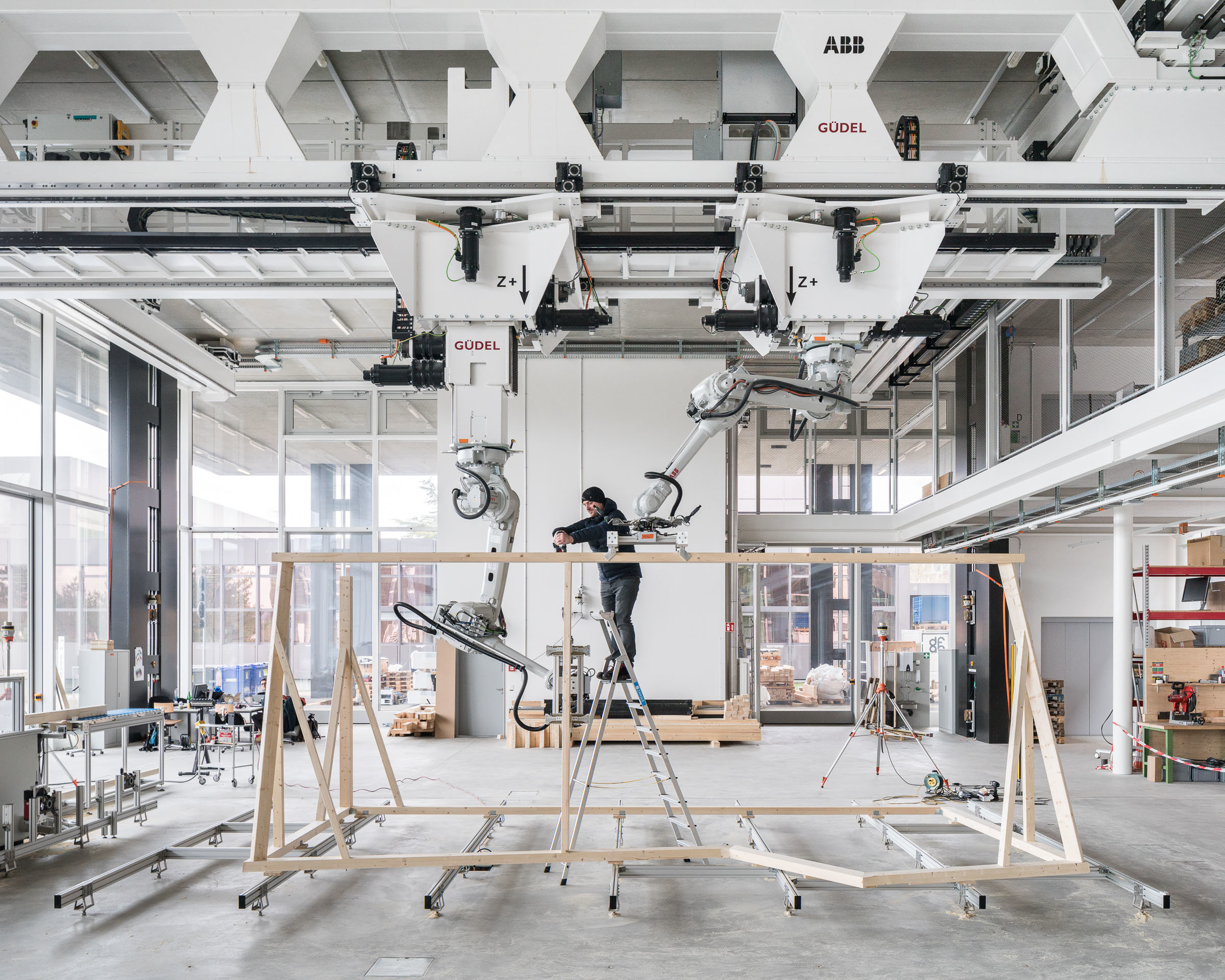 Robotic collaboration in timber construction