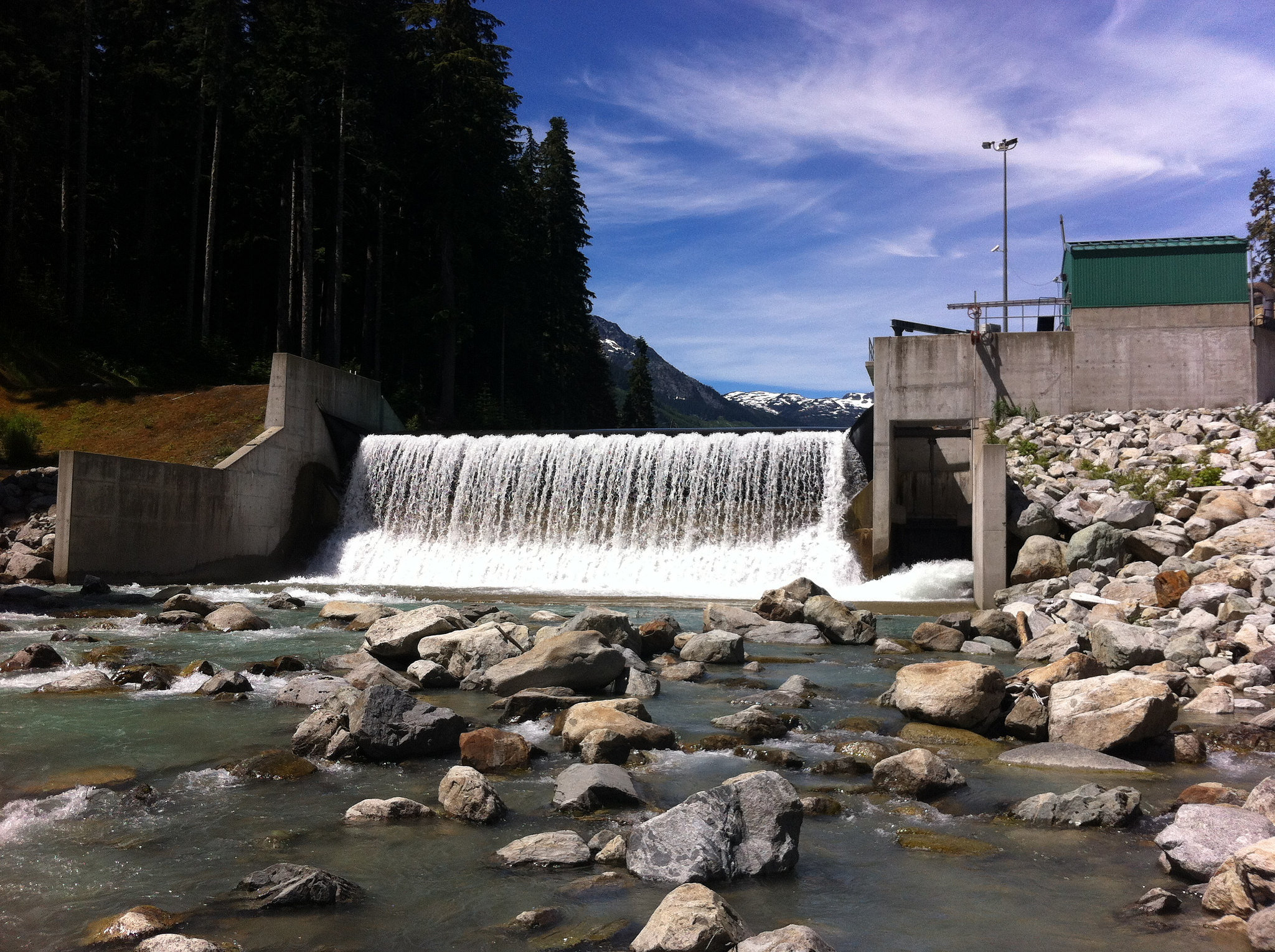 Small hydroelectric dams increase globally with little research, regulations