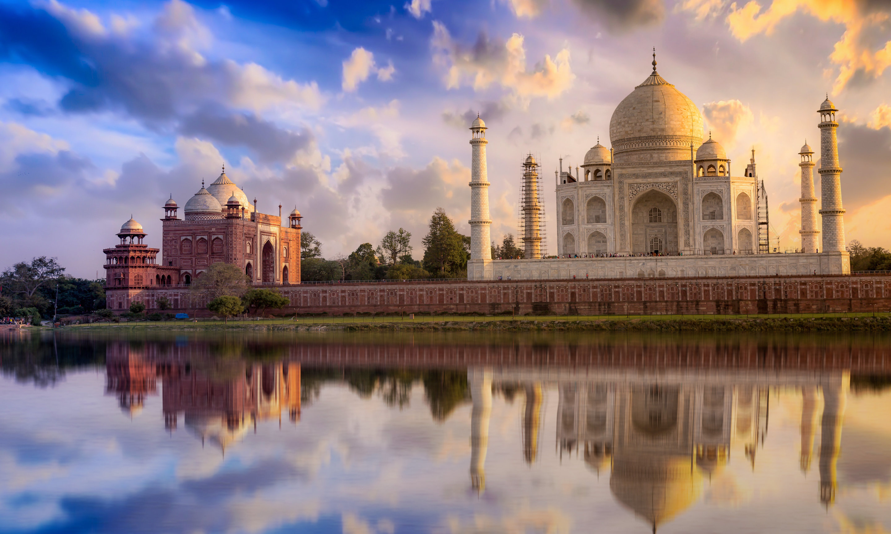 the taj mahal is wasting away and it may soon hit the point of no