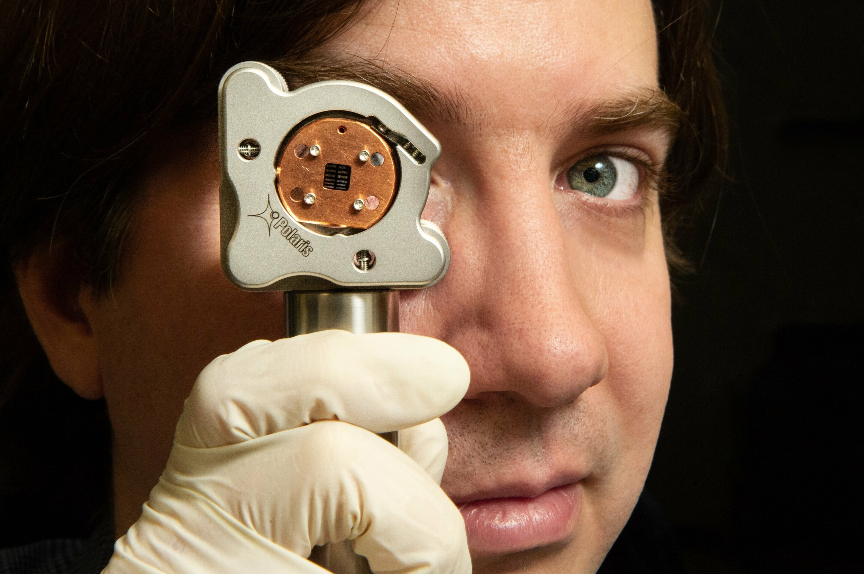 Researchers measure quantum behavior at room temperature, visible to the naked eye