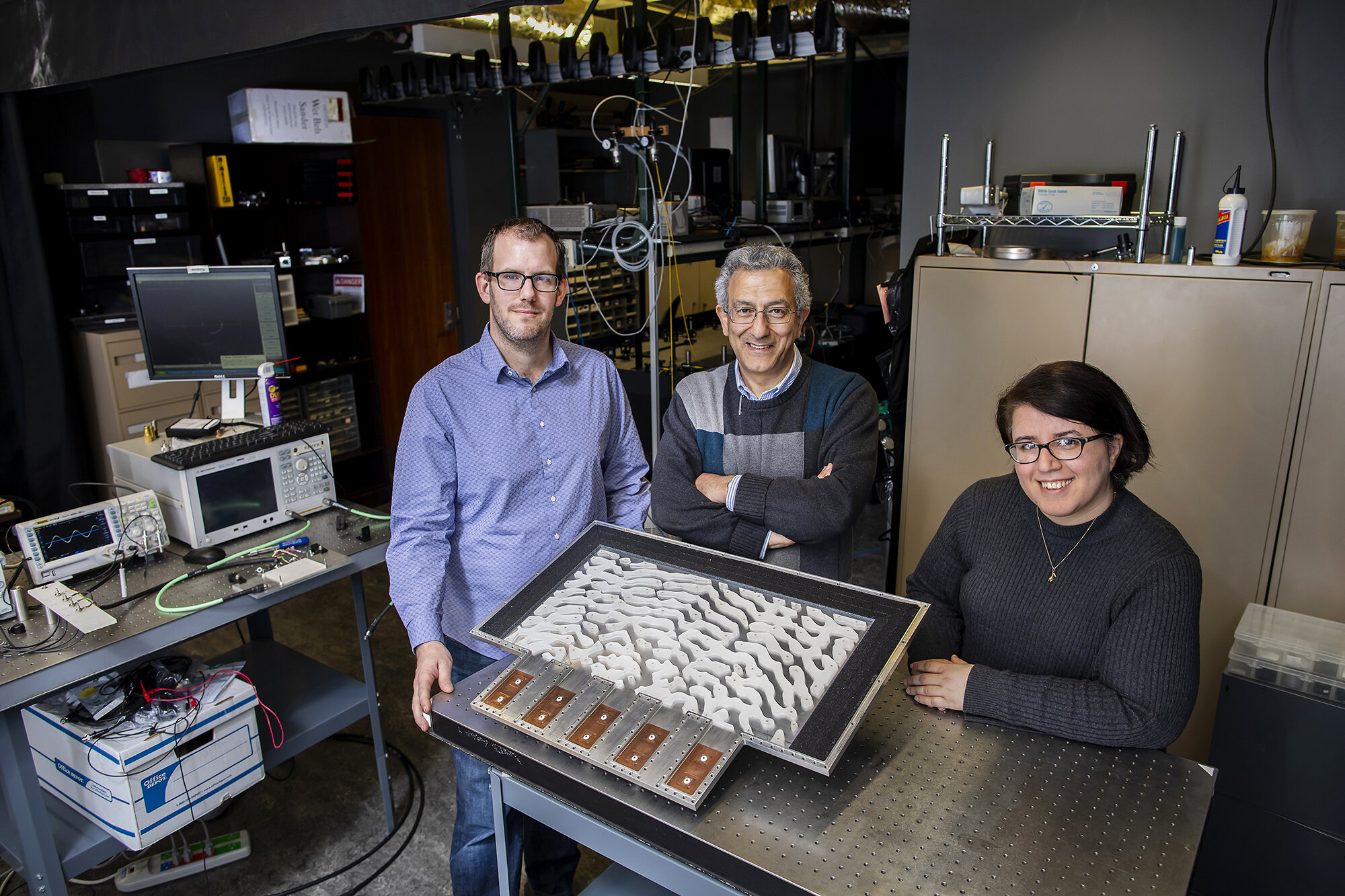 Engineers demonstrate metamaterials that can solve equations
