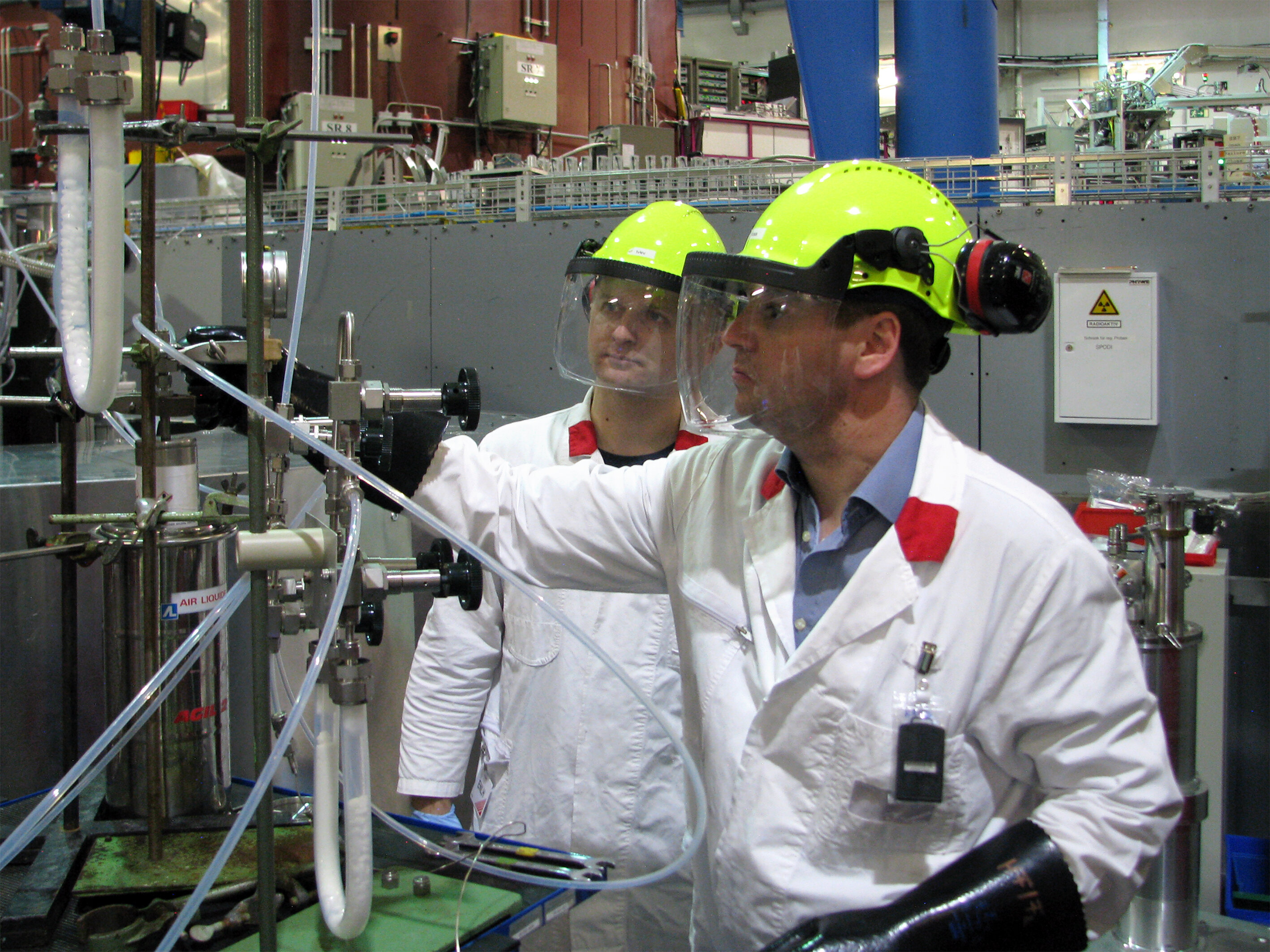Investigations with neutrons settle scientific dispute about the structure of fluorine