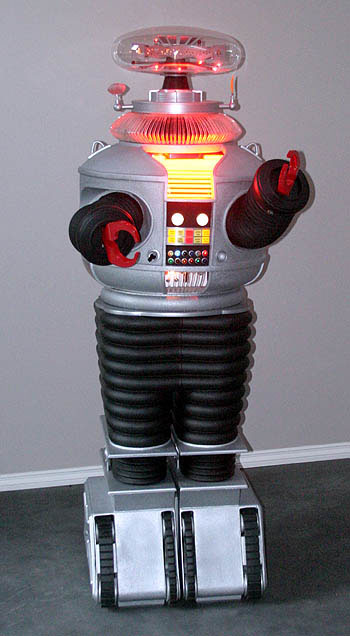 Hobbyist brings 'Lost in Space' robot to life